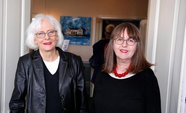 El matrimonio de la ex primera ministra y Jónína Leósdóttir fue uno de los primeros matrimonios homosexuales que se realizó en Islandia.