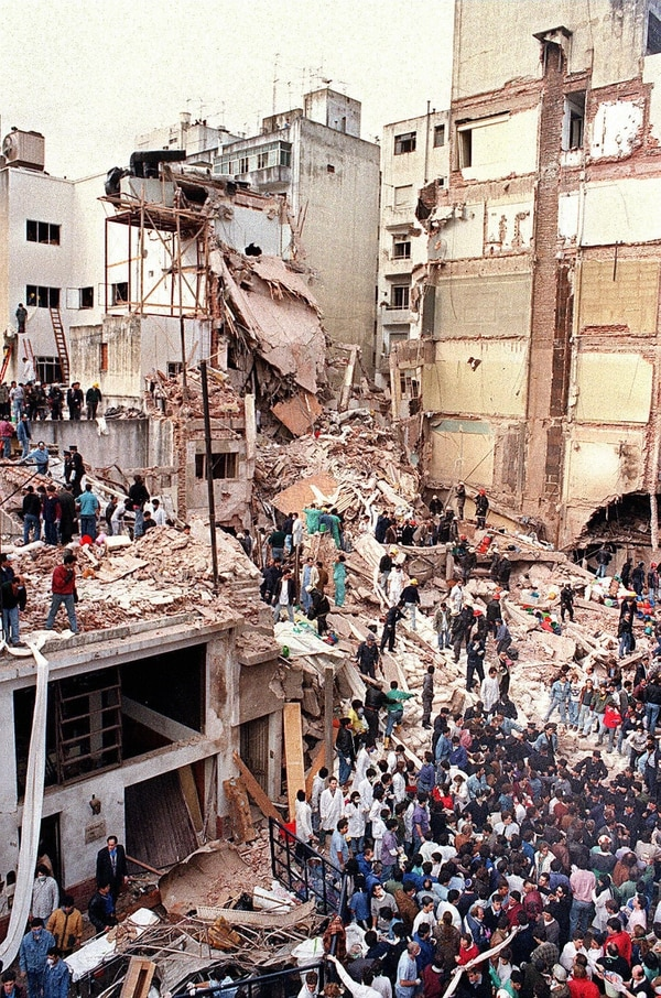 En julio de 1994 el atentado con bomba contra la mutual AMIA dejó 85 muertos y unos 300 heridos.