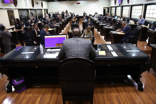 El plenario legislativo reanudó en mayo sesiones en el edificio principal del Congreso, en Cuesta de Moras, con medidas de aislamiento social. Foto: Asamblea Legislativa para LN