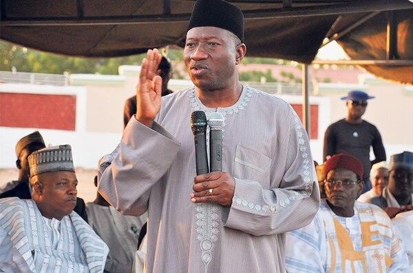 El presidente de Nigeria, Goodluck Jonathan, habló con desplazados de Baga en Maiduguri. El mandatario conversó con los sobrevivientes del peor ataque de Boko Haram en seis años de combates insurgentes.