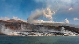 Lava del volcán de Canarias alcanza 20 hectáreas de superficie en el mar