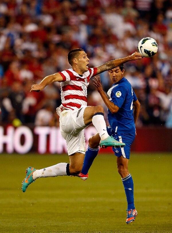 Clint Dempsey superó el pasado viernes a Elías Vásquez. | AFP