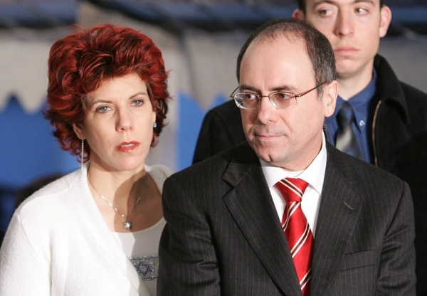El ministro del interior de Israel Silvan Shalom junto a su esposa Judy Shalom.