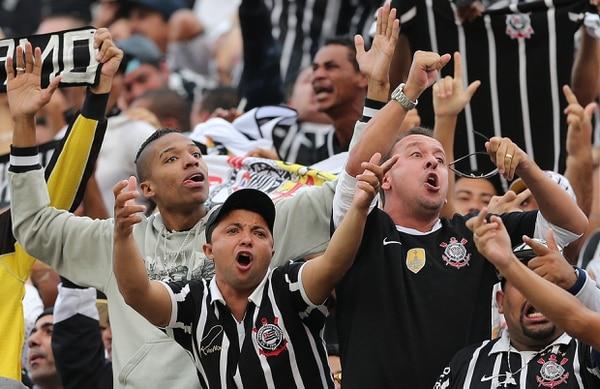 Aficionados del Corinthians han protagonizado riñas en los estadios.