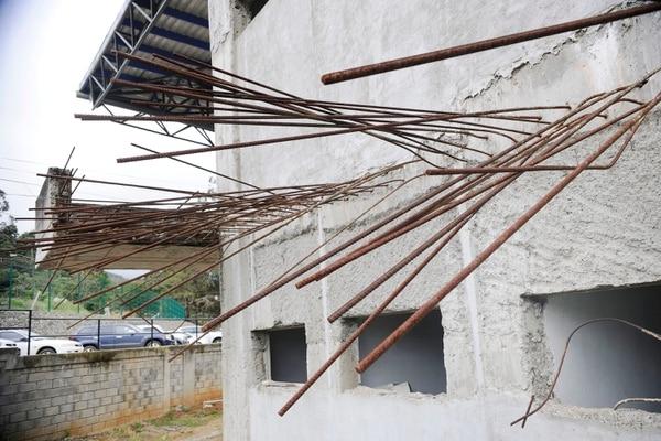 Infraestructura inconclusa y abandonada del edificio administrativo del Colegio Técnico Profesional Fernando Volio Jiménez, en Quebradilla de Cartago