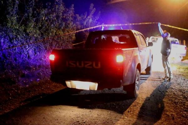 La Policía investiga las causas del homicidio de un hombre de 29 años. Los hechos se dieron en Río Jiménez de Guácimo. Foto: Suministrada por Reiner Montero, corresponsal GN