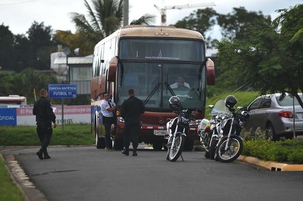 Este es el autobús que trasladará a la Selección Nacional hasta el Estadio Nacional, para enfrentar a México.