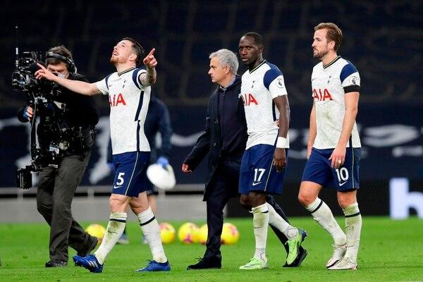 Los jugadores y cuerpo técnico del Tottenham celebraron la victoria frente al City. Fotografía: AFP