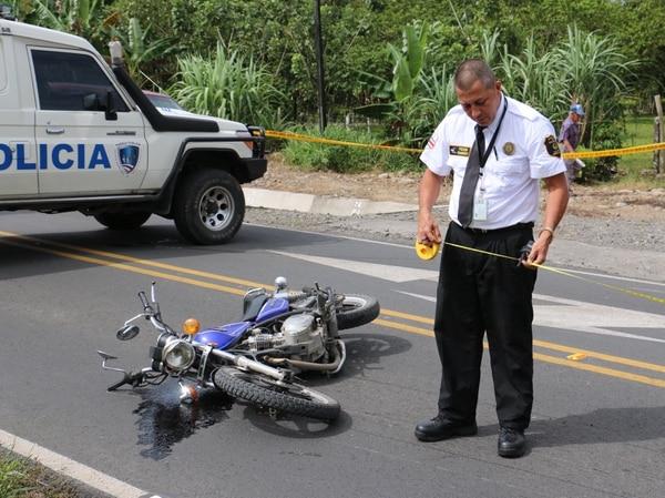 La vía estaba seca y bien demarcada. La Policía de Tránsito y la Fuerza Pública cerraron la vía hasta que agentes del OIJ llegaron al sitio y levantaron el cuerpo.