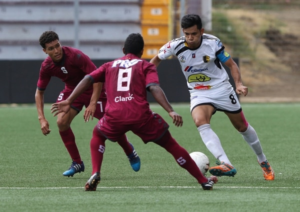 Saprissa y Liberia empataron hoy sin goles, ambos jugarán en los cuartos de final del Clausura de Segunda División. | JEFFREY ZAMORA