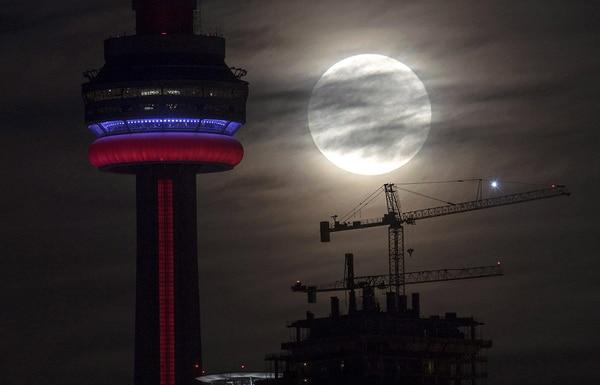 La superluna en Toronto. / AP