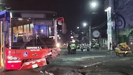 Invasión de carril contrario y exceso de velocidad causan choques que dejan cuatro muertos