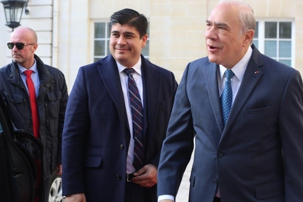 Alvarado se reunió en París con el Secretario General de la OCDE, Ángel Gurría, para revisar los avances de Costa Rica en el proceso que inició desde el 2013.