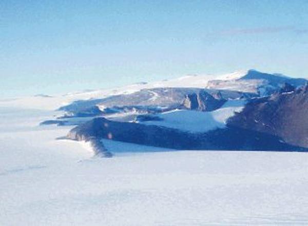 La Antártida es lugar de numerosas expediciones científicas, y es el lugar de varias especies de pingüinos, focas y peces. (AP Photo/Charles Hanley)