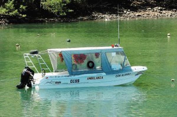 La CCSS también utiliza transporte marítimo para llevar enfermos o insumos a lugares alejados. Este es uno que hace el servicio en el golfo de Nicoya. En el país también hay transporte aéreo, pero las normas para estos dos servicios –tanto públicos como privados– apenas empezarán a elaborarse con ayuda de especialistas. ALONSO TENORIO