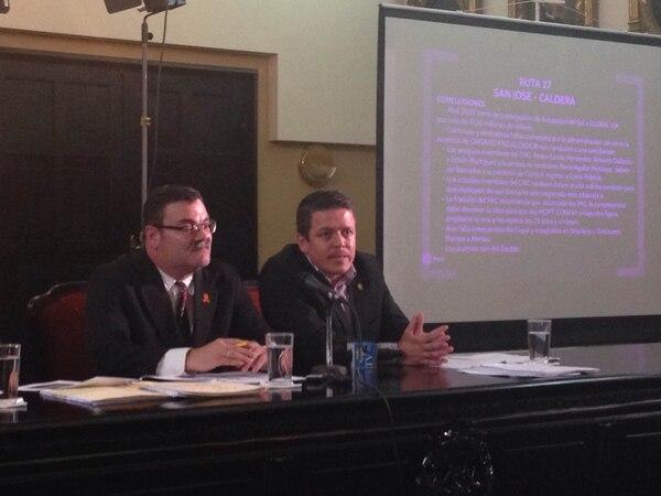 Los diputados Javier Cambronero y Franklin Corella del Partido Acción Ciudadana (PAC) denunciaron mal manejo de la concesión de la vía a Caldera por parte del Ejecutivo.
