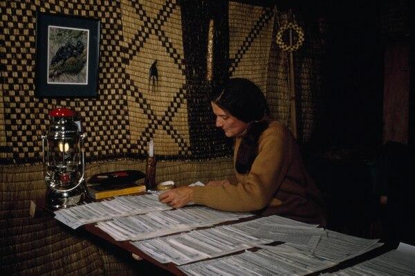 Fue una primatóloga y conservacionista estadounidense conocida por emprender un extenso estudio sobre gorilas de montaña durante 18 años. Foto: Nat Geo