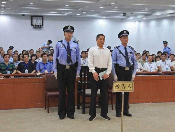 Bo Xilai fue condenado a sentencia perpetua por un Tribunal Intermedio de Jinan, en Jinan, China ayer al hallarse culpable de corrupción, malversación de fondos y abuso de poder.