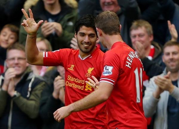 Luis Suárez marcó un triplete en la victoria del Liverpool 4-1 sobre el West Bromwich.