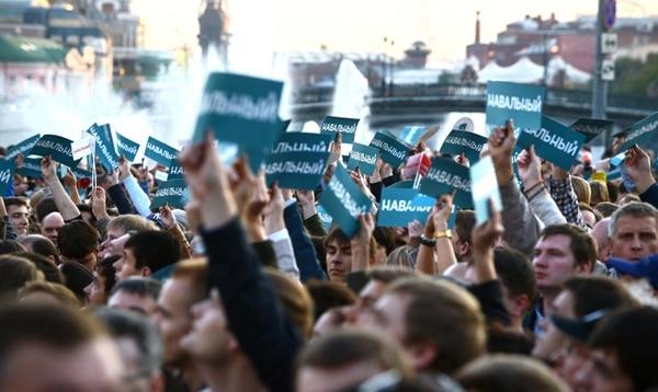 Seguidores de Navalni durante una manifestación ayer en Moscú. | AFP