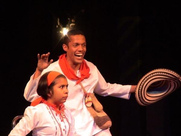 Mayerlis Beltrán y Fernando Cárdenas son invitados al Festival Internacional de Cuenteros, que se realiza esta semana en Alajuela. ArchivoDesde lejos.