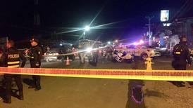 Motorizados interceptan carro, matan al conductor y hieren a acompañante