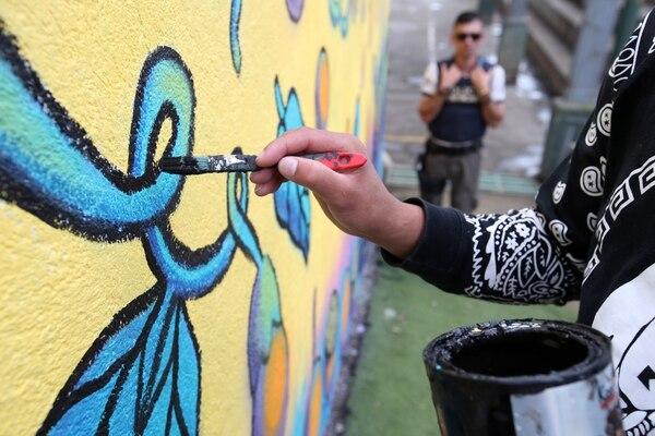 Seis reclusos de la cárcel Adulto Joven pintaron un mural en Granadilla. Graciela Solís