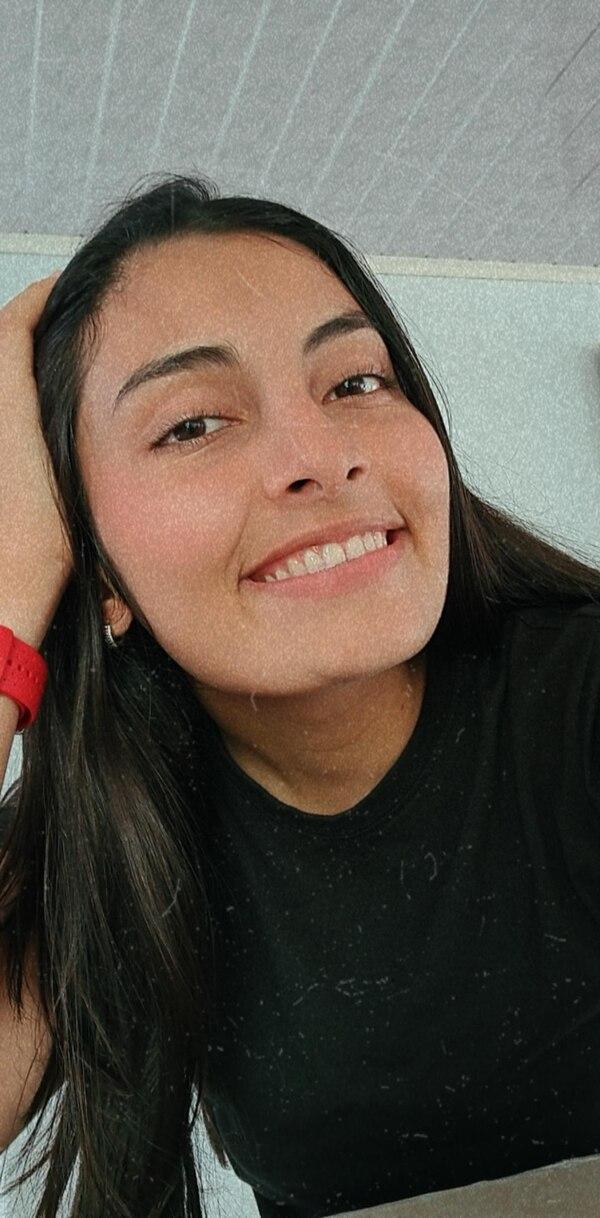 Julissa León no solo estudia Comercio y Negocios, también es tricampeona nacional de distancia olímpica en triatlón.
