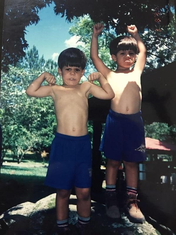 La complicidad y camaradería han estado siempre con los hermanos Douglas y Esteban. Foto: Gemelos Castillo para LN