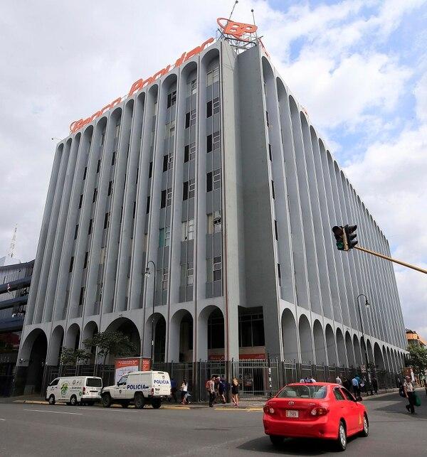 Fachada de la sede central del Banco Popular, en San José. Foto: Rafael Pacheco