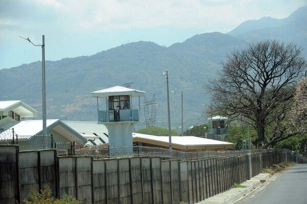 Desde el 2016 se han investigado 52 policías penitenciarios y 25 de otras áreas por ingresar artefactos telefónicos a cárceles. Foto con fines ilustrativos/ Jorge Castillo
