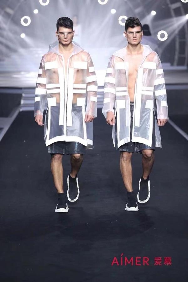 En octubre los modelos participaron en el Aímer Fashion Show, en China. Una curiosidad es que ambos sufrieron con el calzado, pues su talla de zapato es 48 y allá la más grande es 44. Foto: Gemelos Castillo para LN