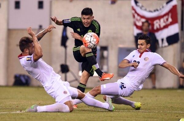 En el último juego de Copa Oro, en 2015, la Sele perdió por un penal que no era ante México, en el minuto 119. José Miguel Cubero y Francisco Calvo presionaron a Oribe Peralta.