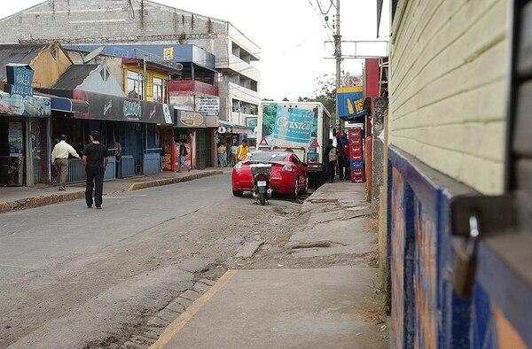 La agresión al profesor, de 32 años, se produjo en las inmediaciones de la línea del tren, en la calle de la Amargura en San Pedro, este domingo, hacia las 12:30 a. m. | ALEXÁNDER OTÁROLA/ARCHIVO