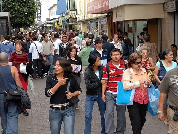 Este viernes algunos comercios tendrán ofertas desde 15% hasta 50%, según el gremio que los agrupa. | ARCHIVO.