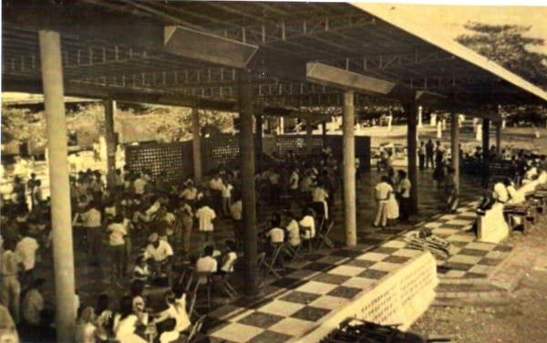 En la Perla del Pacífico destacó el salón Los Baños. Su pista amplia llamaba la atención de los turistas que visitaban Puntarenas los fines de semana. Foto: Cortesía Mario Zaldívar.