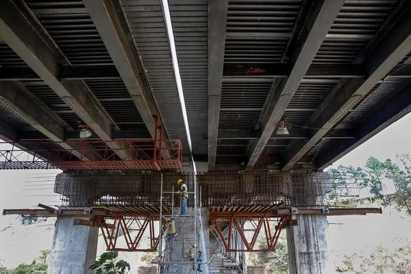 Las obras en el puente de 'la platina' obligaron a las autoridades a restringir el tránsito. La apertura está prevista para el 30 de abril.