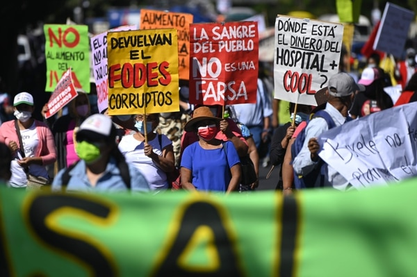 Members of Salvadoran organizations and social movements participate in a protest march against the government of Nayib Bukele in San Salvador on January 22, 2020. (Photo by MARVIN RECINOS / AFP)