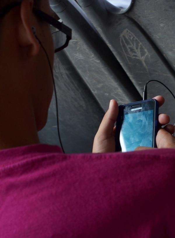 Los mensajes de texto en telefonía móvil prepago aumentaron de ¢1,70 a ¢3 para los clientes del ICE y su marca Kölbi.   ARCHIVO.