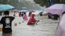 Al menos 25 fallecidos y 200.000 evacuados por torrenciales lluvias en China