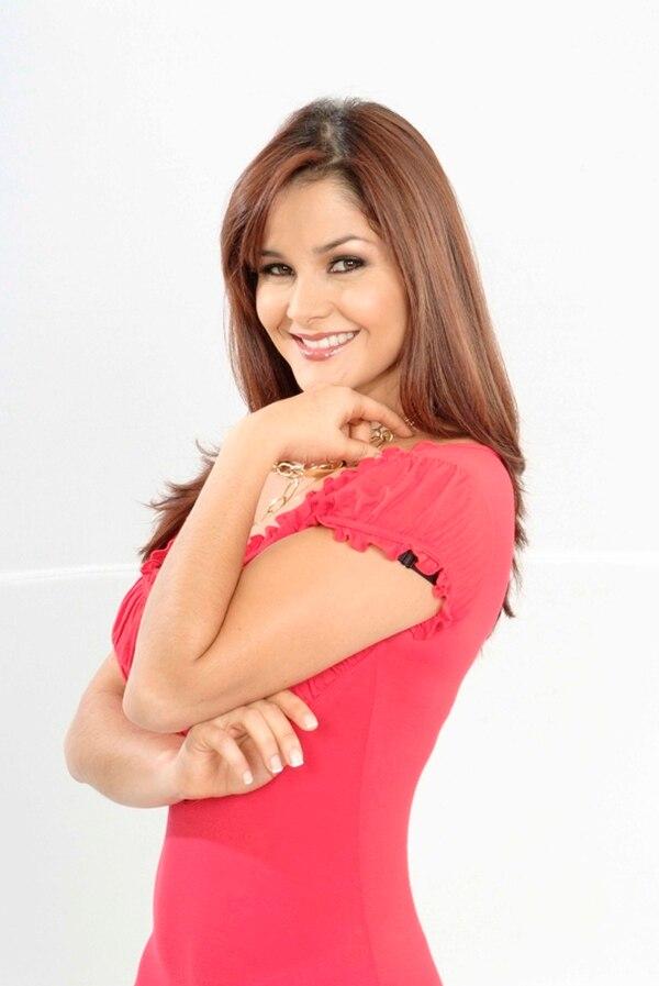 Mundialista. La presentadora dijo que dejará a su hija Jimena en buenas manos, las de su esposo Alex Cuadra. Archivo.