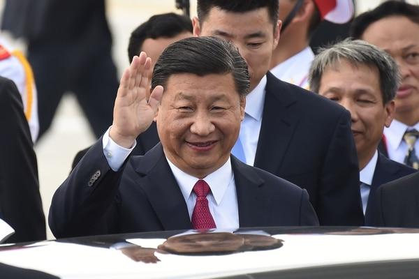 Recién elegido presidente de China jura lealtad a la Constitución