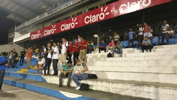 La prensa de Honduras y Costa Rica se hicieron presentes al reconocimiento de cancha del estadio Francisco Morazán.