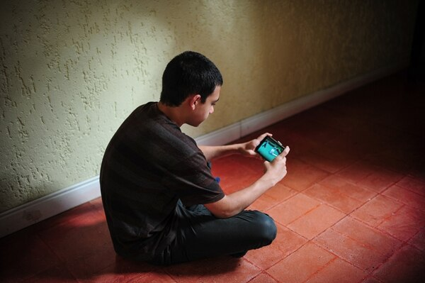 En la actualidad, cada vez es más común que jóvenes como Farid Silman, de 12 años, utilicen, frecuentemente, aparatos como teléfonos inteligentes y tabletas. | GABRIELA TÉLLEZ