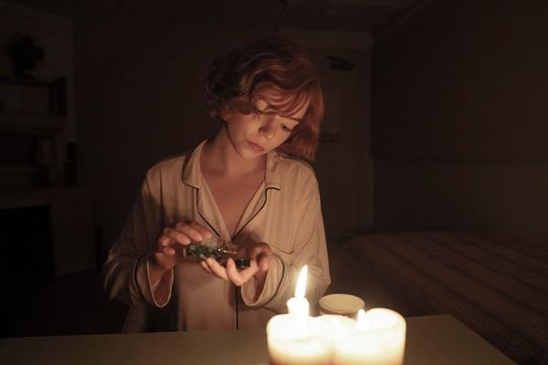 Beth Harmon se hizo adicta a las pastillas tras formar parte de un orfanato. Foto: Netflix para LN.