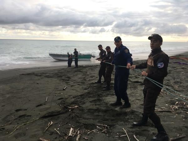 Por tierra, mar y aire se coordina para dar con las embarcaciones que luego son aseguradas para tener la mayor cantidad de evidencia. Foto: MSP