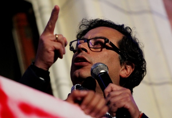 El Alcalde de Bogotá, Gustavo Petro, convocó a los capitalinos colombianos a protestar en contra de su destitución.