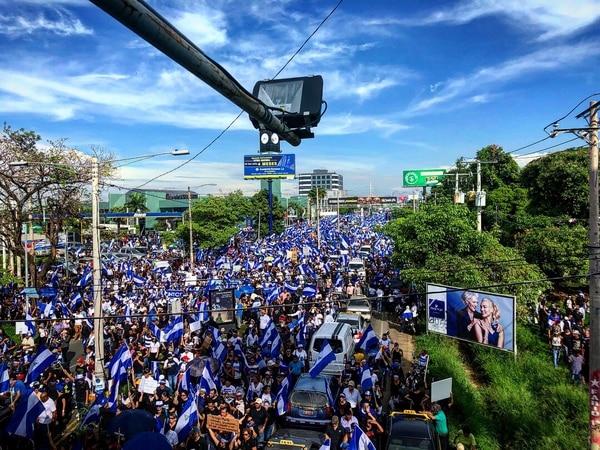 Parte de la marcha contra Ortega en el Día de las Madres de Nicaragua, el 30 de mayo de 2018. Ese día 16 personas fueron asesinadas por parapolicías del régimen. Fotografía: Fabrice Le Lous