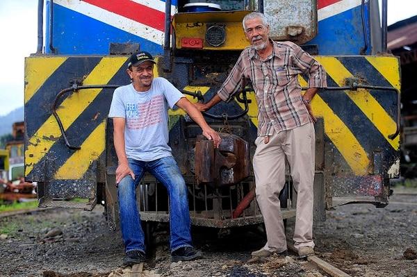 Miguel Ángel Bocan (izq.) y Jorge Palma fueron dos de los tres trabajadores que se quedaron laborando para el Ferrocarril al Atlántico luego del cese de operaciones en 1995. Ellos debían cuidar toda la línea férrea y los bienes en el Caribe.