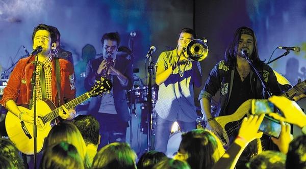 Tremenda convocatoria lograron los muchachos de Percance durante el evento de presentación de su segunda producción discográfica, Contra el viento. Nos halagó mucho ver el apoyo que tuvo esta joven agrupación nacional, solo así nuestros músicos lograran abrir brecha.